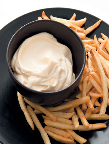 Oven-baked chips with garlic mayonnaise recipe