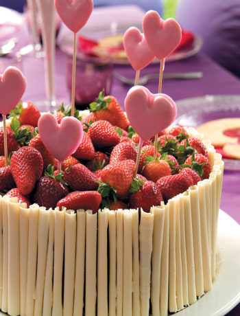 Chocolate cake with shortbread lollipops and fresh strawberries recipe