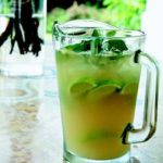 Ginger beer with vodka, lime and mint