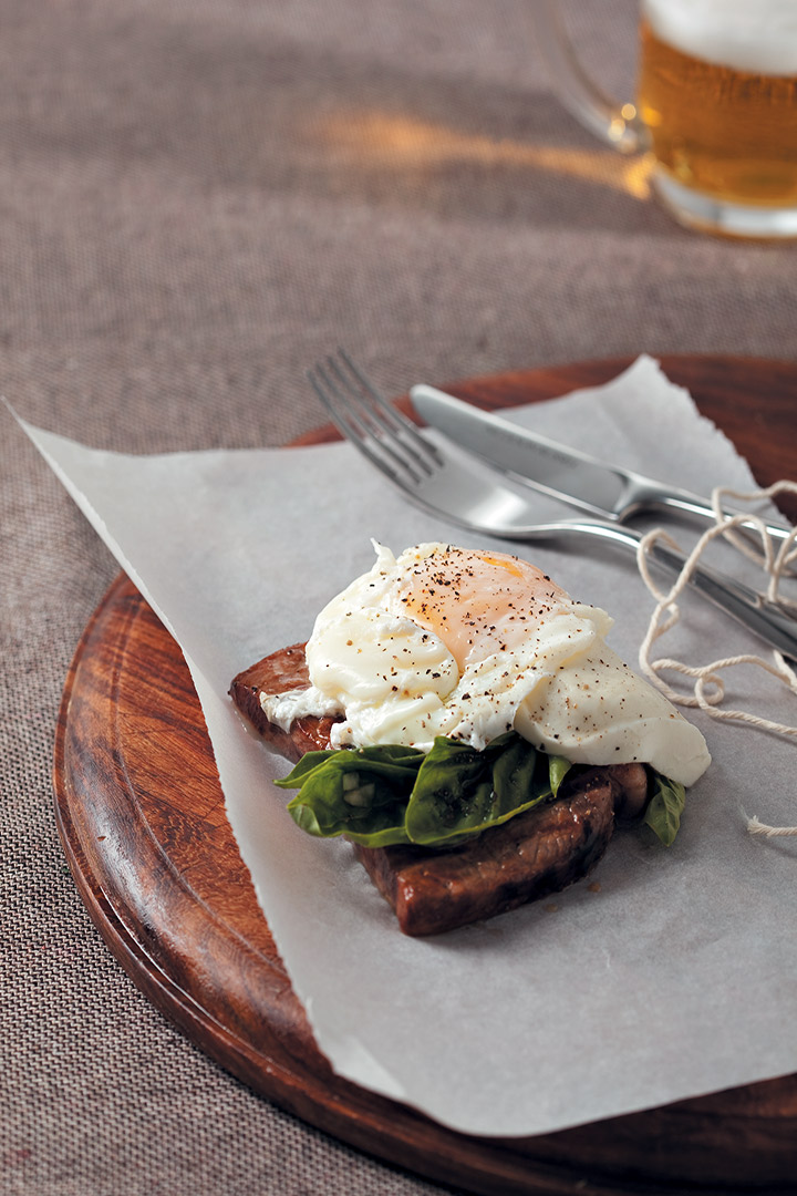 Rump steak with buffalo mozzarella, basil and egg recipe