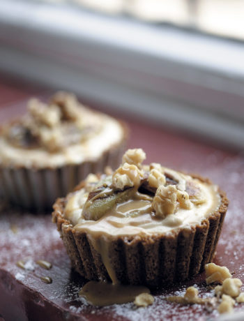 Ginger banoffee tartlets with chocolate cream and walnuts recipe
