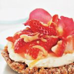Ginger nut, mascarpone and strawberry tart with butterscotch sauce