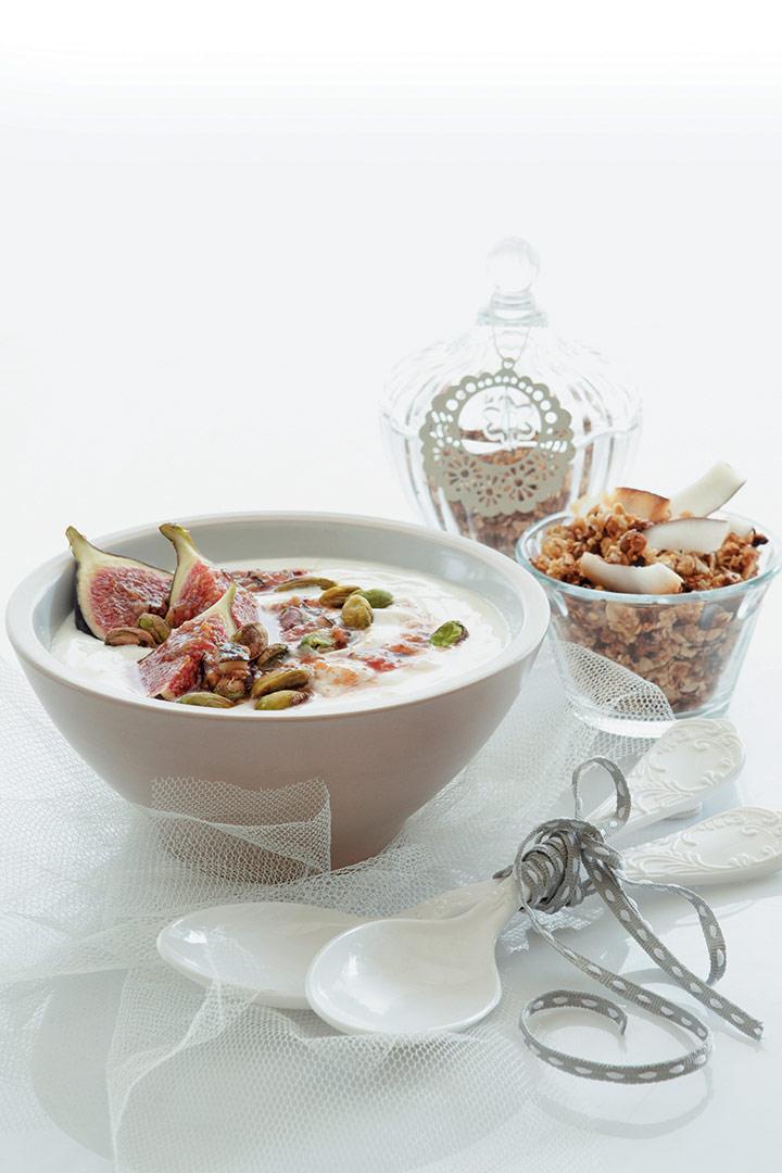 Vanilla-infused figs with fresh coconut muesli