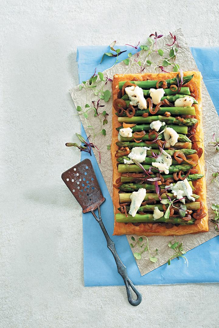 Asparagus, caramelised onion and Gorgonzola puff tart recipe