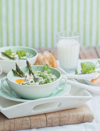 Eggs, asparagus and peas baked in cream recipe