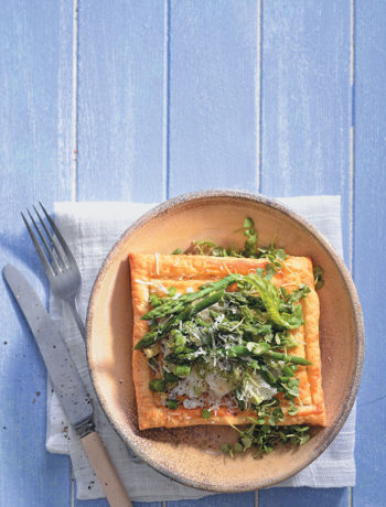 Goat's cheese and asparagus puff pastry tarts recipe