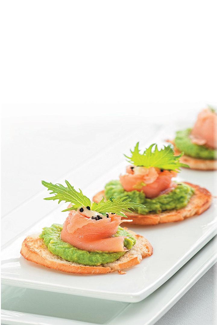 Smoked salmon and minted pea crostini recipe
