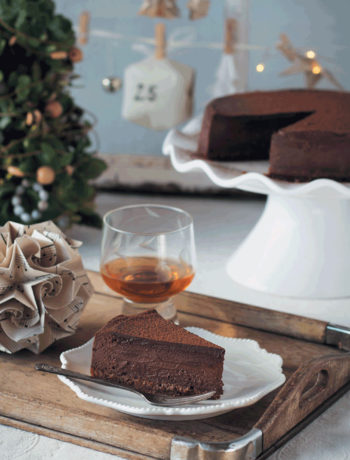 Spiced chocolate cheesecake with Christmas cake crust recipe