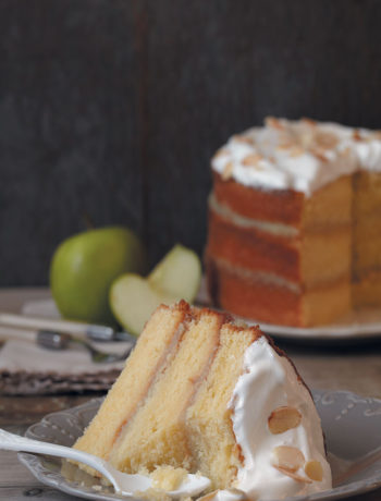 Vanilla and apple sauce cake with meringue icing recipe