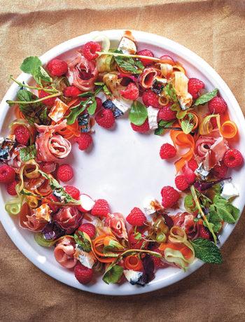 Raspberry salad wreath