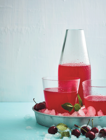 Cherry and gin lemonade