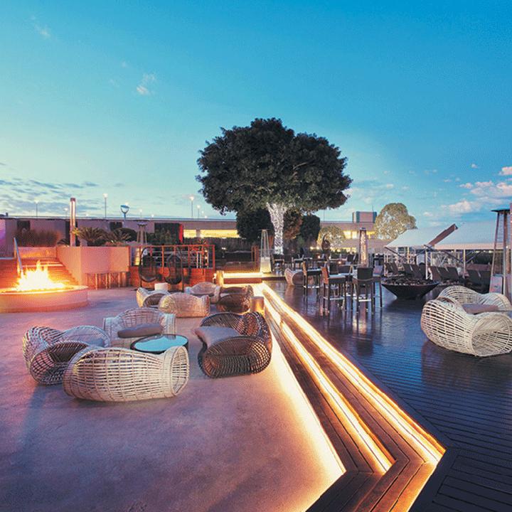 San Restaurant, Bar and Deck