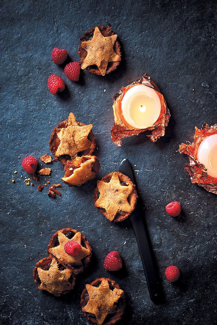 Spiced apple, almond and cranberry mince pies recipe