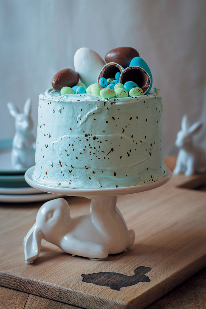 Speckled vanilla cake with marshmallow Easter-egg filling recipe