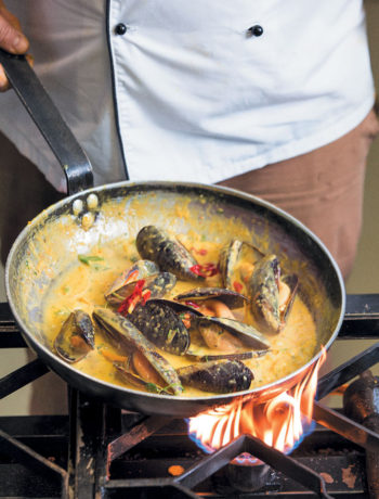 Thai mussels with fresh lemongrass and crusty ciabatta recipe