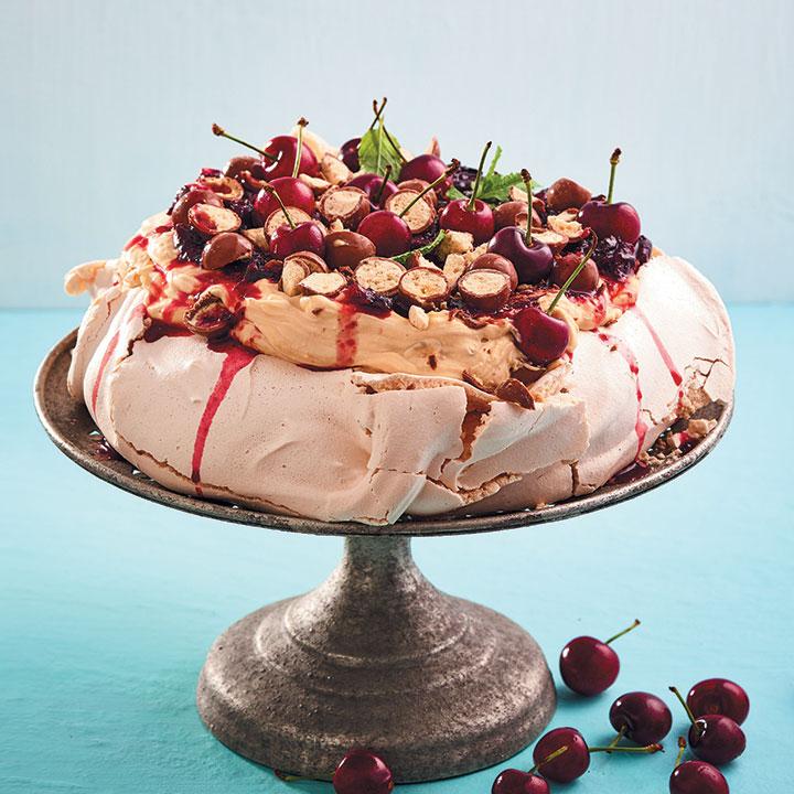 Pavlova with a rosé cherry sauce and caramel mascarpone