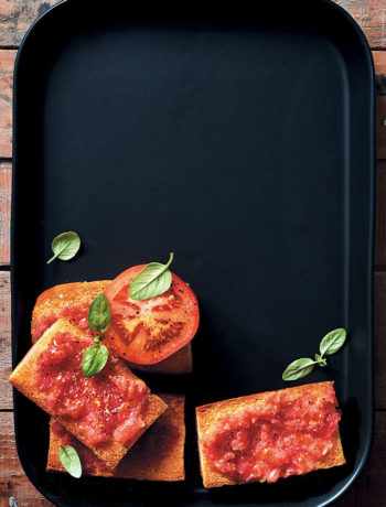 Spanish-style toast with tomato (pan con tomate) recipe