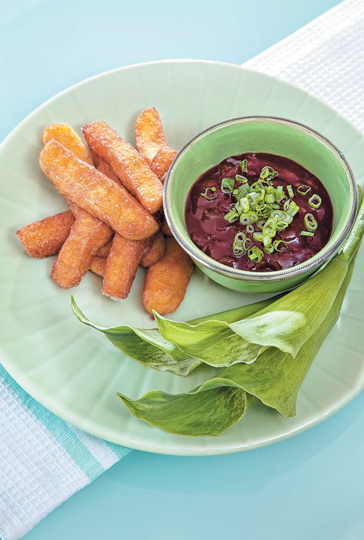 Deep-fried haloumi with chilli relish