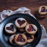 Vanilla biscuits filled with raspberry jam