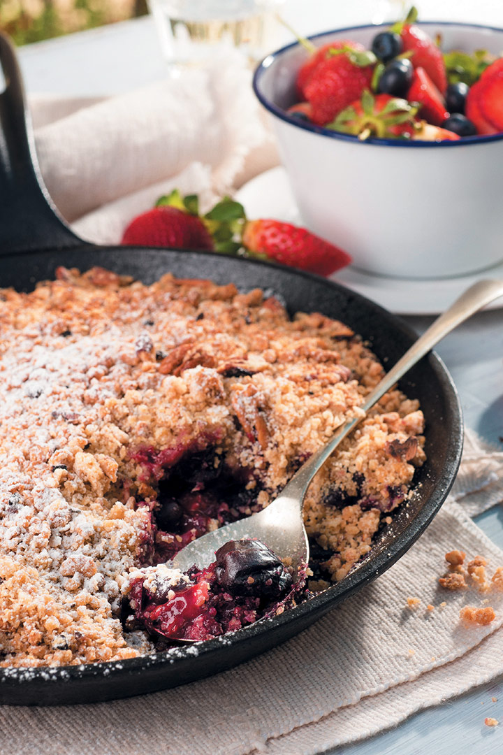 Berry and pecan crumble