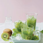 Kiwifruit, cucumber and apple mojitos
