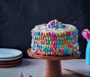 Rooibos, honey and vanilla Easter cake with cream-cheese icing