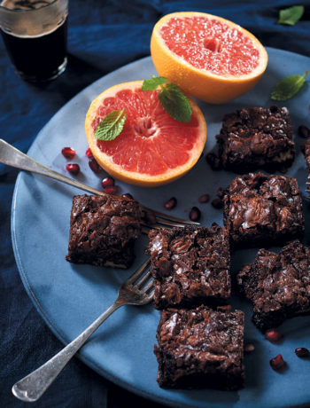 Chocolate and oat breakfast brownies