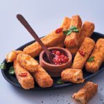 Crunchy haloumi with chilli-tomato dipping sauce