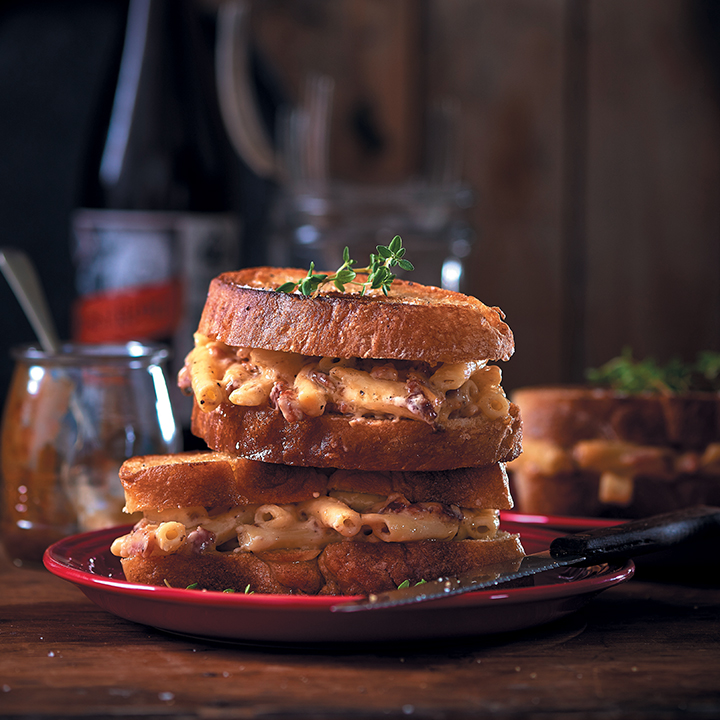 Mac 'n cheese ciabatta toasties with crispy bacon