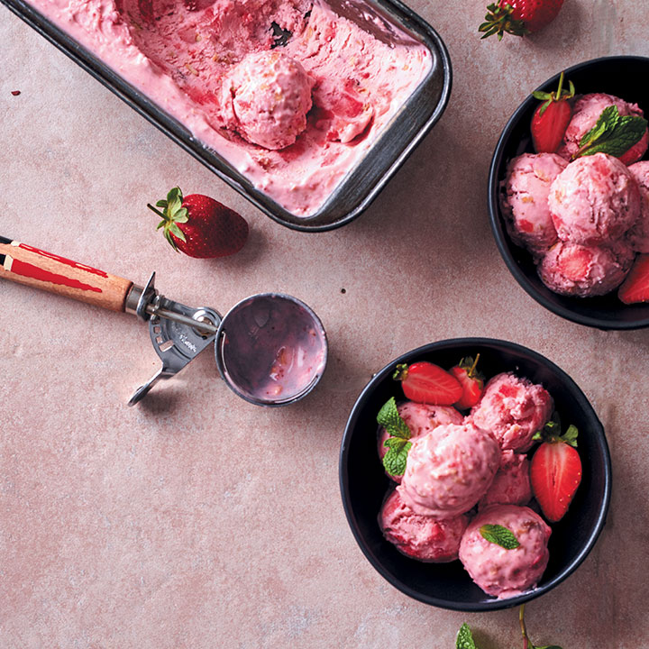 Strawberry and salted nuts ice cream