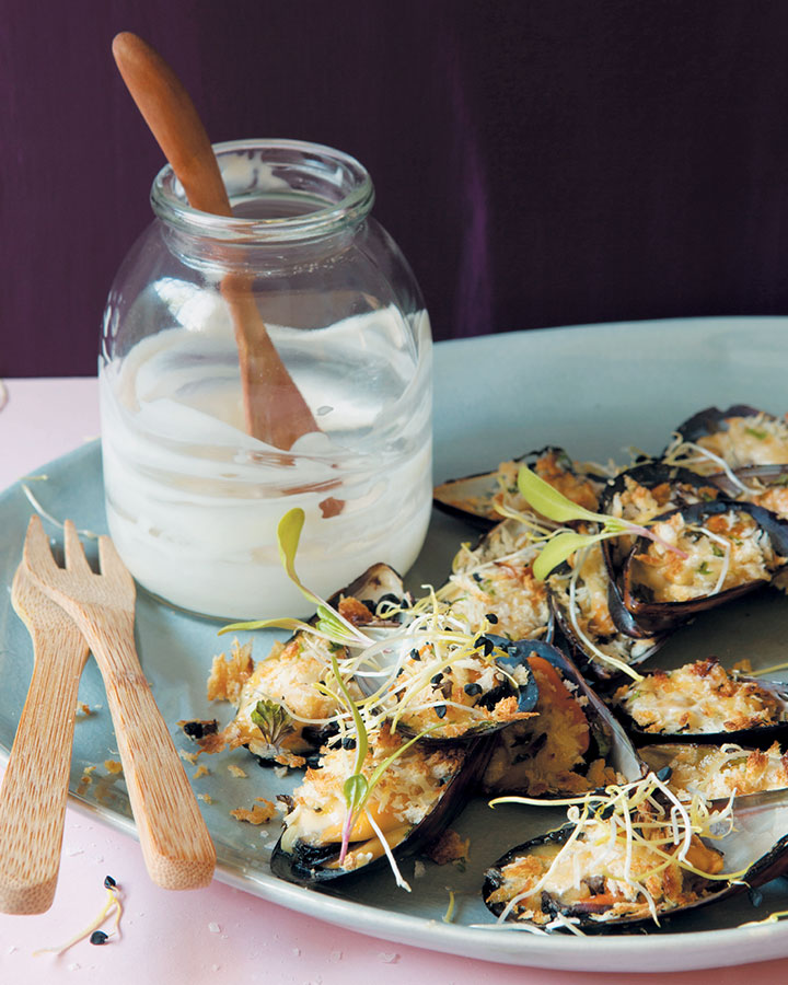 Grilled mussels with a lemon and miso-flavoured mayonnaise and panko crust