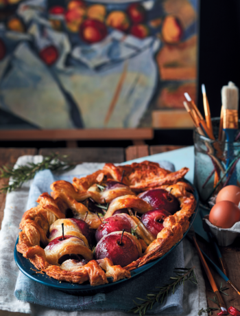 Red wine, apple and rosemary lattice pie