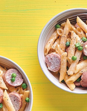 Creamy penne with pork sausages and peas