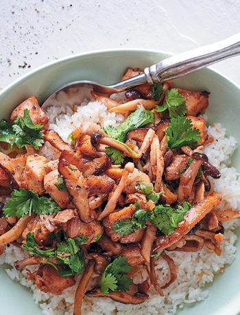 Asian-style chicken and exotic mushrooms with rice