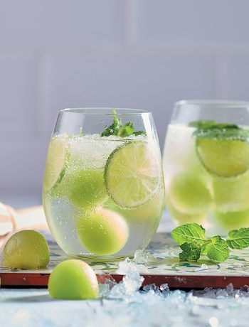 Green melon and mint mojito