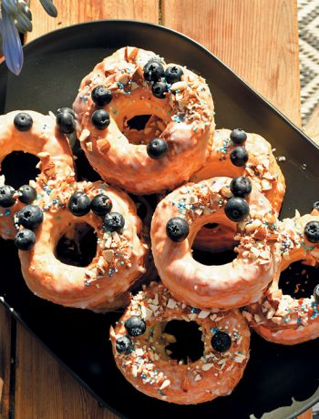 Doughssants with lemon glaze, blueberries and almonds